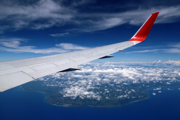 Vista aerea dall'aereo sopra punta cana, repubblica dominicana