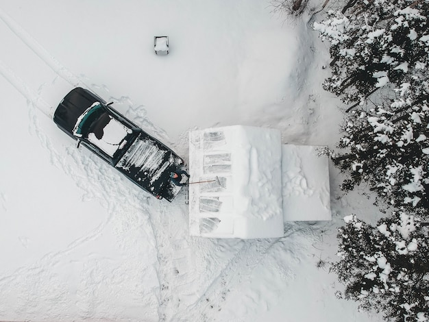 Vista aerea del camioncino nero