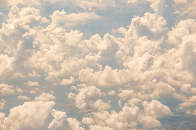 Vista aerea del cielo con nuvole