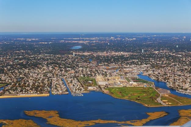 Vista aerea del paesaggio della bella città a new york della nube del lago