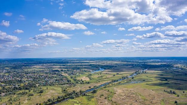 Vista aerea del paesaggio di buckinghamshire - regno unito - fotografia aerea dell'aerostato di aria calda