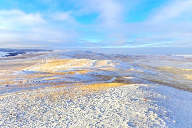 Vista aerea del paesaggio invernale
