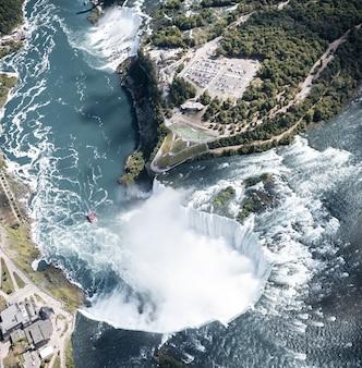 Vista aerea della cascata del niagara in estate