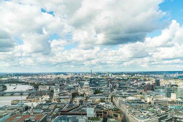 Vista aerea della città di londra con il fiume tamigi