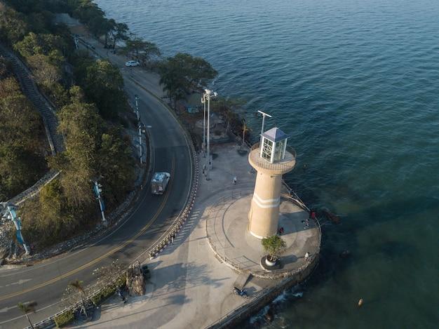 Vista aerea della spiaggia tailandia di pattaya del club del porticciolo della casa leggera di laem bali hai