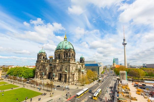 Vista aerea di berlino con la cattedrale e la torre della tv