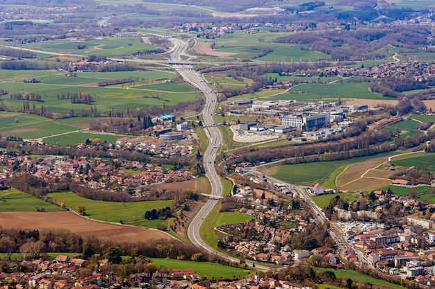 Vista aerea di ginevra e dei suoi sobborghi dal mont selave.