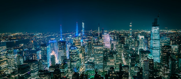 Vista aerea di new york manhattan di notte