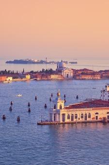 Vista aerea sulla punta della dogana e sull'isola della giudecca a venezia