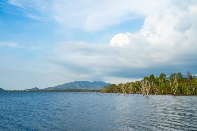 Vista al bacino idrico di bang phra, sriracha, chonburi, tailandia