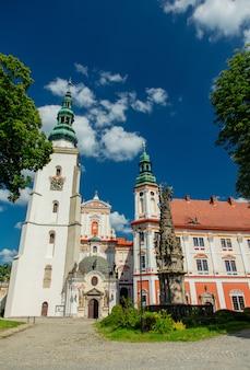 Vista all'abbazia e al monastero a henrykow, polonia