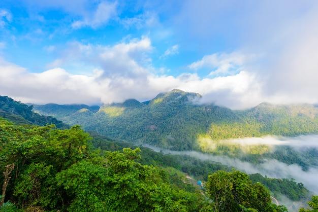 Vista dal punto panoramico di sui thang alla montagna di angkhang