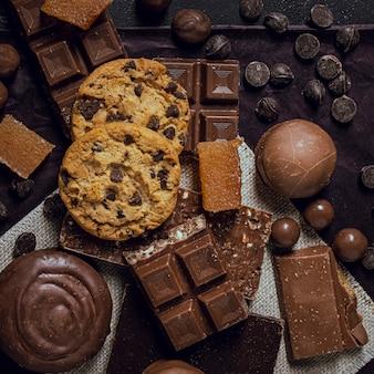 Vista dall'alto assortimento di delizioso cioccolato