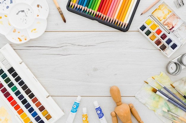 Vista dall'alto assortimento di forniture per pittura