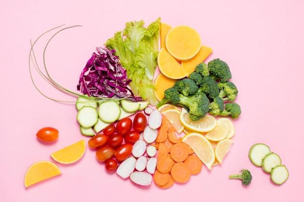 Vista dall'alto assortimento di frutta e verdura