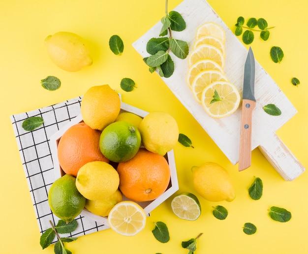 Vista dall'alto assortimento di frutti sani
