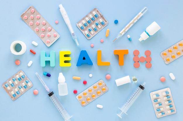 Vista dall'alto assortimento di pillole e compresse per la salute