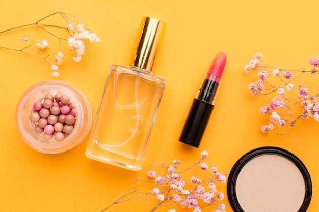 Vista dall'alto assortimento di prodotti di bellezza