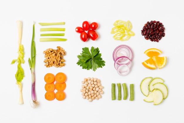 Vista dall'alto assortimento di verdure fresche sul tavolo