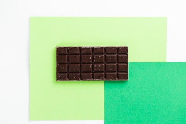 Vista dall'alto blocco di cioccolato al latte