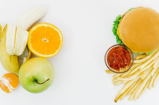 Vista dall'alto burguer vs frutta