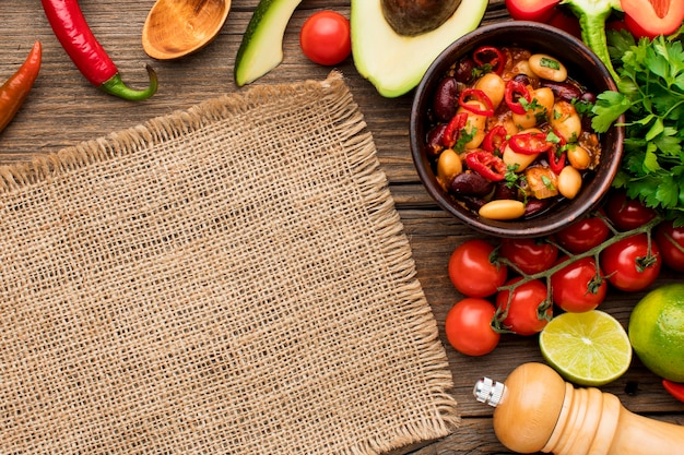 Vista dall'alto cibo messicano fresco sul tavolo