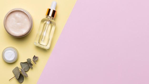Vista dall'alto composizione di cosmetici