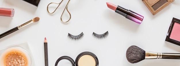 Vista dall'alto composizione di prodotti cosmetici