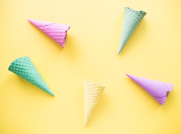 Vista dall'alto, concetto di estate minima di gelato.