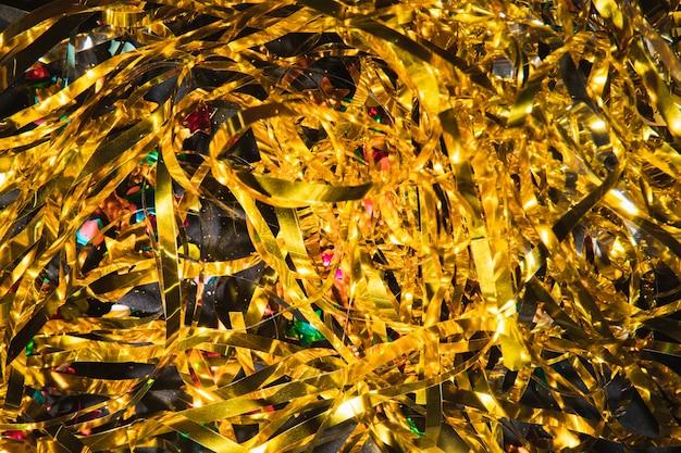 Vista dall'alto coriandoli dorati per la festa