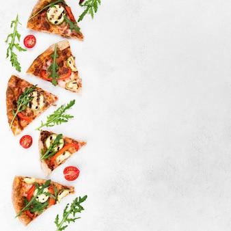 Vista dall'alto cornice alimentare con pizza