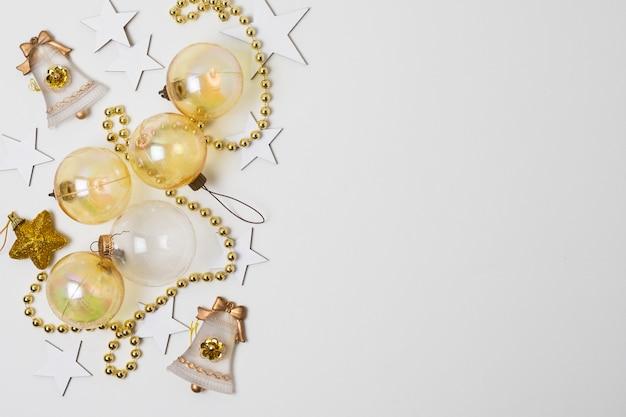 Vista dall'alto decorazione del nuovo anno in stile carta