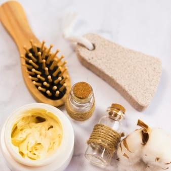 Vista dall'alto dei prodotti di bellezza cura della pelle spa