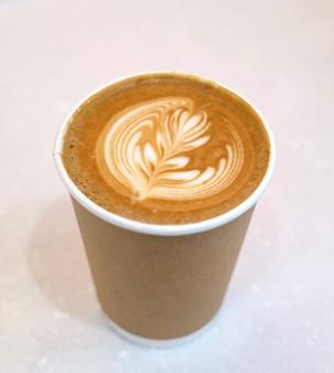 Vista dall'alto del caffè caldo latte art
