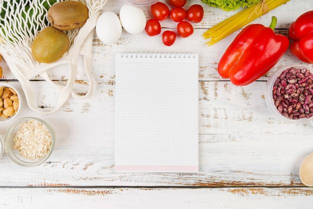 Vista dall'alto del concetto di cibo con spazio di copia