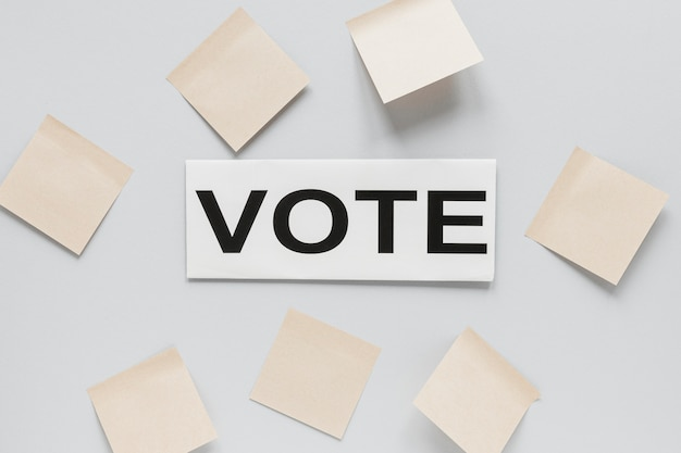 Vista dall'alto del concetto di elezioni con spazio di copia