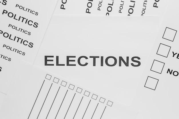 Vista dall'alto del concetto di elezioni su carta