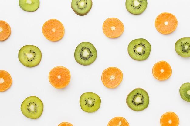 Vista dall'alto del concetto di kiwi e arancia