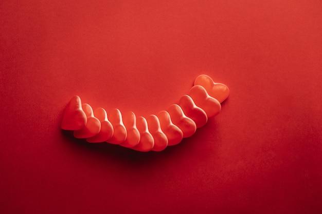 Vista dall'alto del cuore a forma di gomma