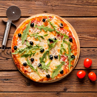 Vista dall'alto del delizioso concetto di pizza