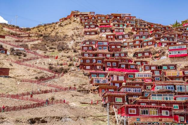 Vista dall'alto del monastero di larung gar