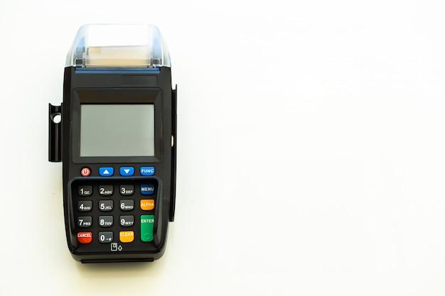 Vista dall'alto del pagamento con una macchina per carte di credito. pagamento senza contanti per il concetto di acquisto. acquista e vendi prodotti e servizi