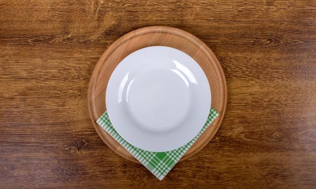 Vista dall'alto del piatto vuoto pulito