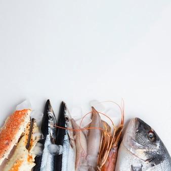 Vista dall'alto deliziosi frutti di mare sul tavolo