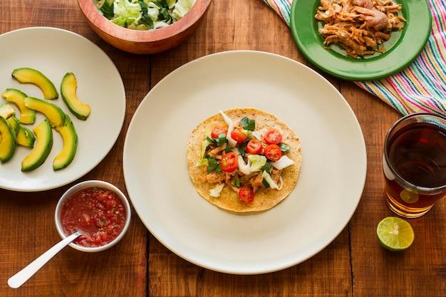 Vista dall'alto deliziosi ingredienti taco