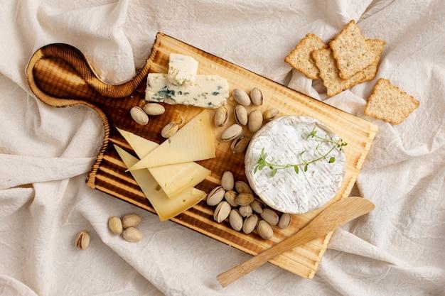 Vista dall'alto deliziosi snack su un tavolo