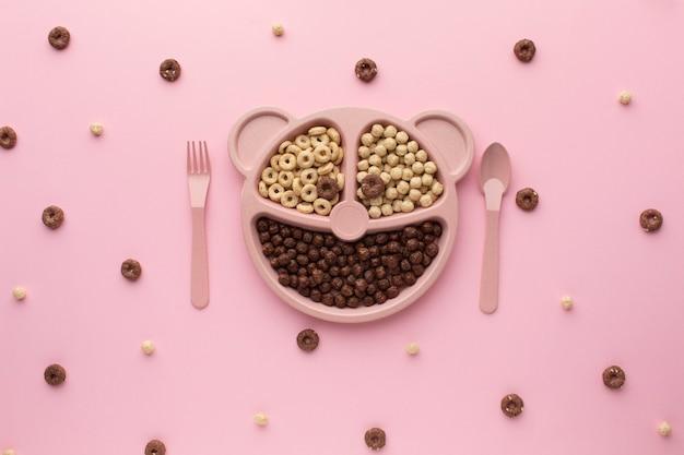 Vista dall'alto delizioso cereale su un tavolo