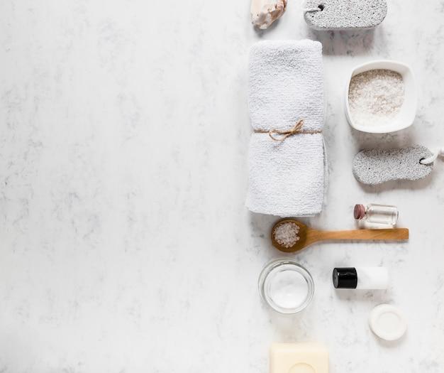 Vista dall'alto della collezione di elementi spa