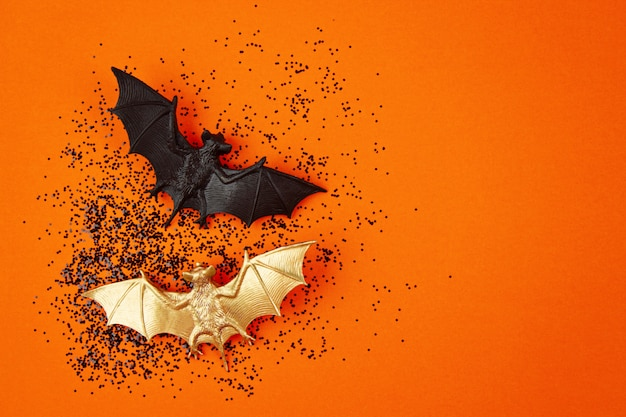 Vista dall'alto della decorazione di halloween con pipistrelli di plastica