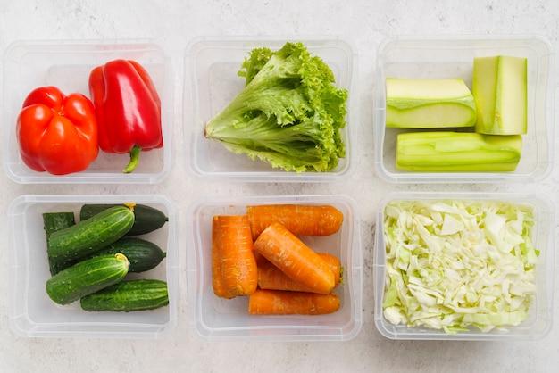 Vista dall'alto della disposizione delle verdure
